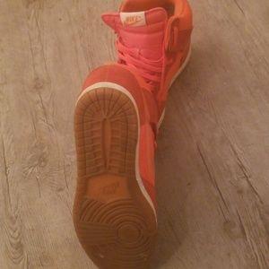 Nike Shoes - Nike wedge dunks